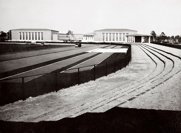 Architecture「The Home Of German Sport And Adjacent Swimming Hall Berlin Germany 1936」:写真・画像(16)[壁紙.com]