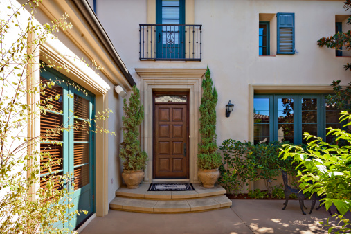 Front Stoop「Entrance to a beautiful Mediterranean home exterior」:スマホ壁紙(16)