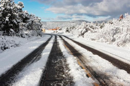 Sedona「Snow Road Tracks Winter」:スマホ壁紙(5)