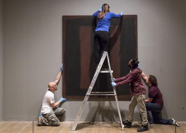 Restoring「Vandalised Mark Rothko Work Goes Back On Display After Restoration」:写真・画像(13)[壁紙.com]