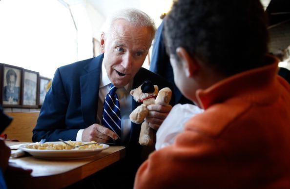 Stuffed「Vice President Biden Highlights Importance Of Raising Minimum Wage」:写真・画像(16)[壁紙.com]