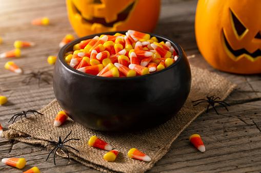 Unhealthy Eating「Bowl of Halloween Candy Corns and Jack O' Lantern」:スマホ壁紙(7)