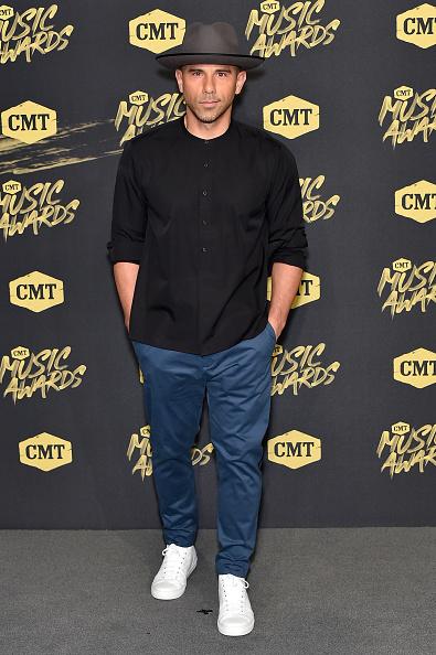 Black Shirt「2018 CMT Music Awards - Arrivals」:写真・画像(9)[壁紙.com]