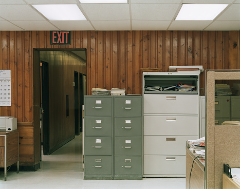 Old-fashioned「old outdated office interior」:スマホ壁紙(6)