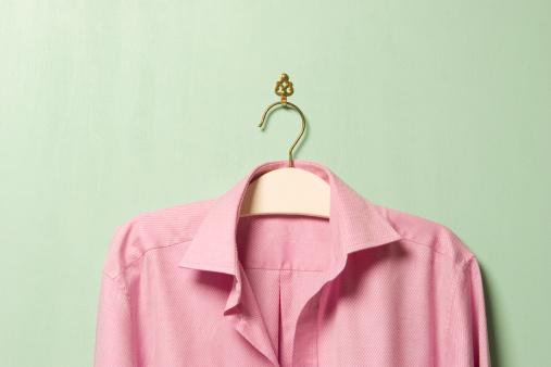 ピンク色「Pink shirt on hanger, close-up」:スマホ壁紙(4)