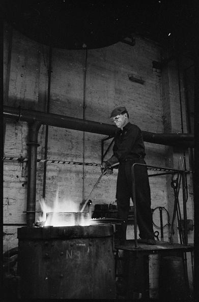 Power Equipment「Man Working At The Wear Flint Glass Works」:写真・画像(4)[壁紙.com]