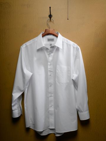 Shirt「White Shirt on Closet Door」:スマホ壁紙(14)