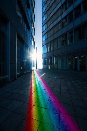Vertical「Rainbow-colored ray of light」:スマホ壁紙(17)