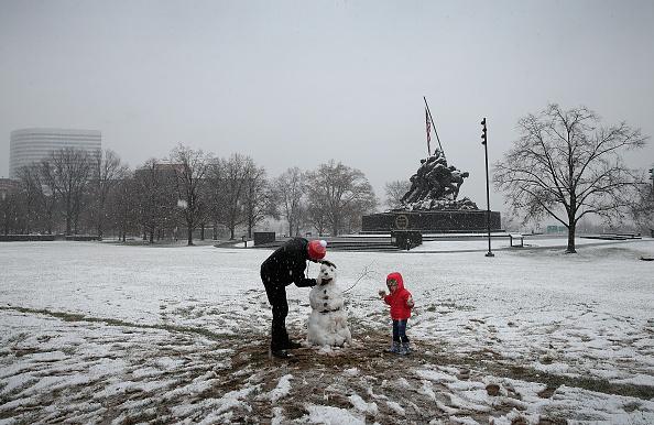 snowman「Winter Storm Brings Snow To DC Area」:写真・画像(10)[壁紙.com]