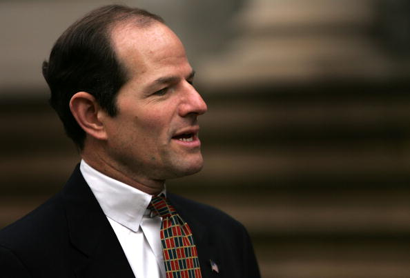 Behind「NY: NY Attorney General Eliot Spitzer And Former Mayor Hold News Conference」:写真・画像(16)[壁紙.com]