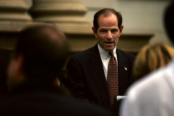 Behind「NY Attorney General Eliot Spitzer And Former Mayor Hold News Conference」:写真・画像(17)[壁紙.com]