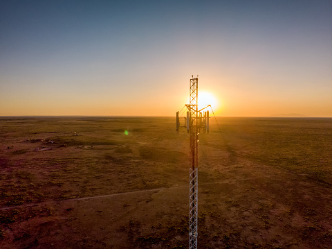Radio Wave「5G Cell Tower At Sunset: Cellular communications tower for mobile phone and video data transmission」:スマホ壁紙(6)