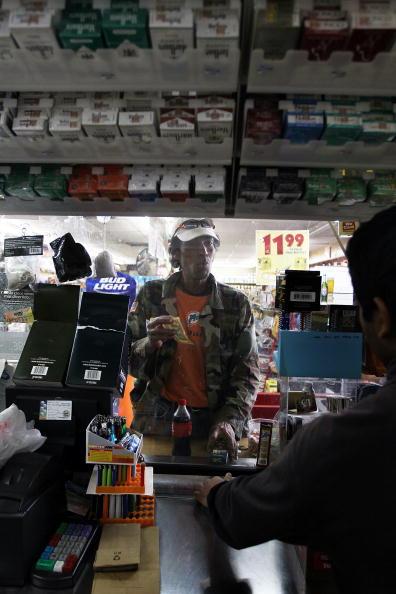 Joe Raedle「FDA Examines Menthol Cigarettes, With Possible Ban In Sight」:写真・画像(5)[壁紙.com]