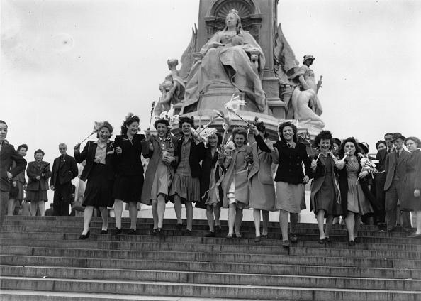 Celebration Event「VE Day Girls」:写真・画像(14)[壁紙.com]