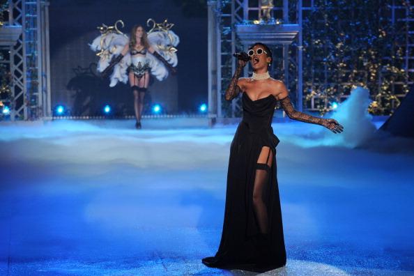 Slit - Clothing「Victoria's Secret 2012 Fashion Show Runway - Show」:写真・画像(6)[壁紙.com]