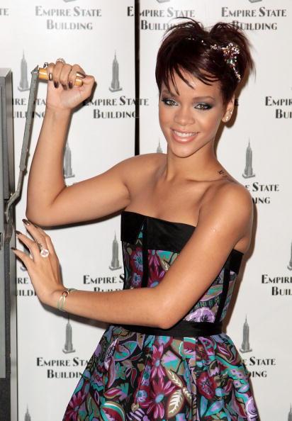 Strapless Dress「Rihanna And Cartier Light The Empire State Building」:写真・画像(9)[壁紙.com]