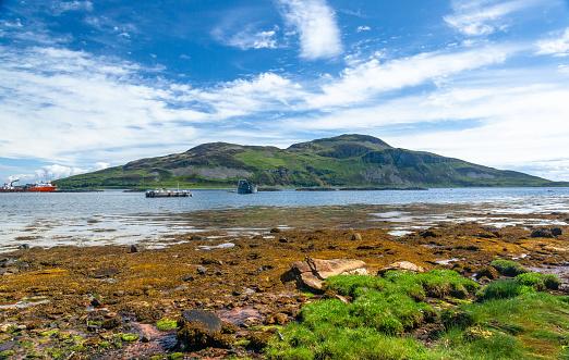 Island of Arran「View of Holy Island from Arran Coastal Way, Isle of Arran, Scotland, United Kingdom」:スマホ壁紙(1)