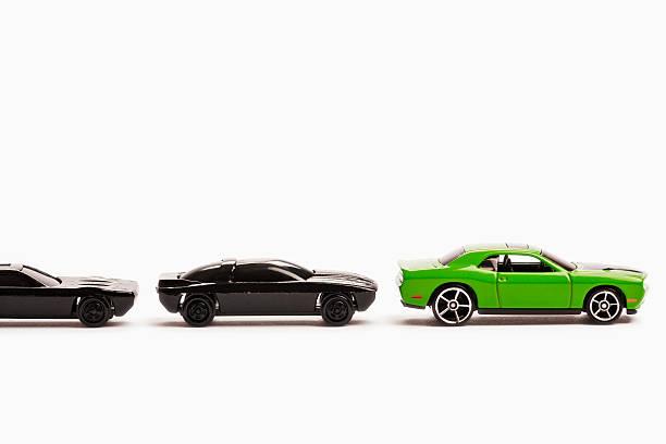 Green and black toy cars.:スマホ壁紙(壁紙.com)