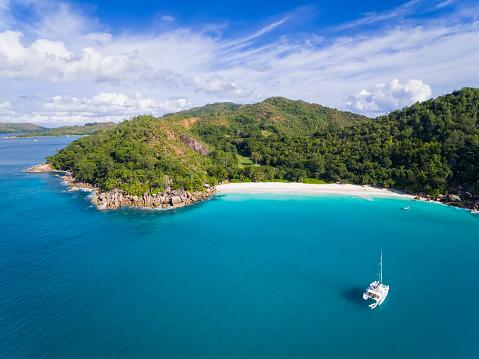 Catamaran「Seychelles, Praslin, Anse Georgette, catamaran, aerial view」:スマホ壁紙(11)