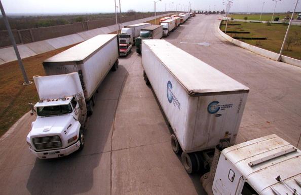 Semi-Truck「U.S. Department of Transportation Border Inspections」:写真・画像(9)[壁紙.com]