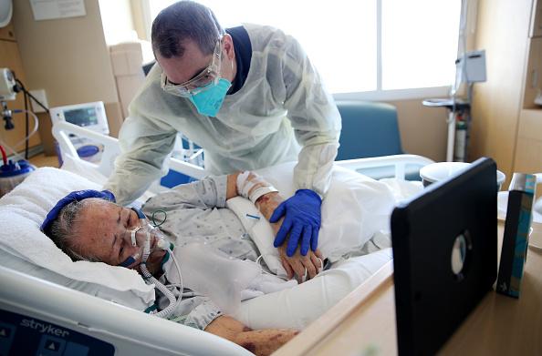 Pandemic - Illness「Hospital Cares For Predominantly Latino Community Amid COVID-19 Pandemic」:写真・画像(17)[壁紙.com]