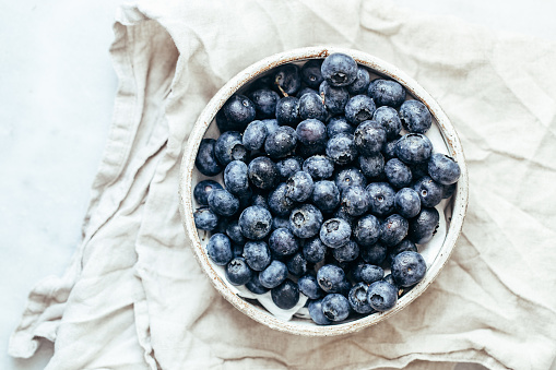 Blueberry「Blueberry bowl on white background with copy space in rustic style」:スマホ壁紙(10)