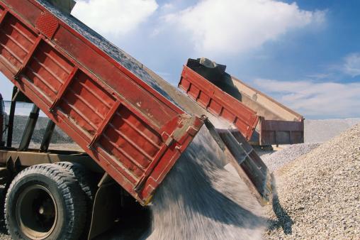 Gravel「Trucks Unloading Gravel」:スマホ壁紙(19)
