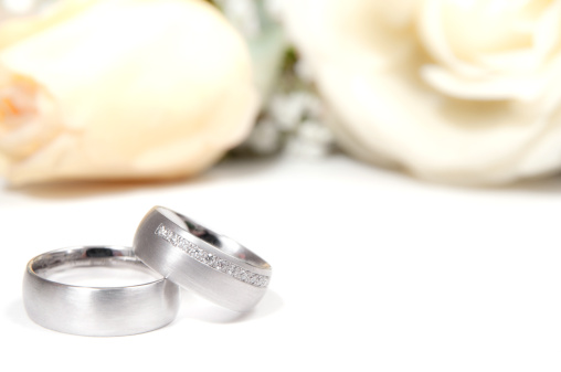 Wedding Invitation「wedding ring with white roses」:スマホ壁紙(3)