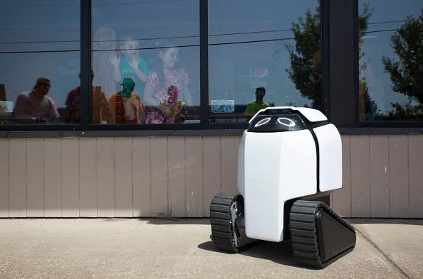 Tortilla Dish「Semi-Autonomous Robot Delivers Burritos In Oregon Town Of Philomath」:写真・画像(6)[壁紙.com]