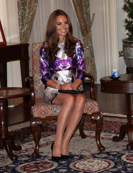 Sitting「The Duke And Duchess Of Cambridge Diamond Jubilee Tour - Day 1」:写真・画像(2)[壁紙.com]