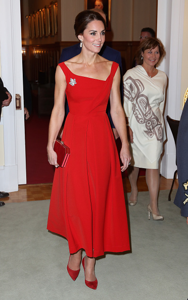 Red Dress「2016 Royal Tour To Canada Of The Duke And Duchess Of Cambridge - Bella Bella And Victoria, British Columbia」:写真・画像(2)[壁紙.com]
