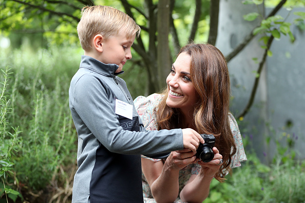 Kingston-upon-thames「The Duchess Of Cambridge Joins Photography Workshop With Action For Children」:写真・画像(18)[壁紙.com]