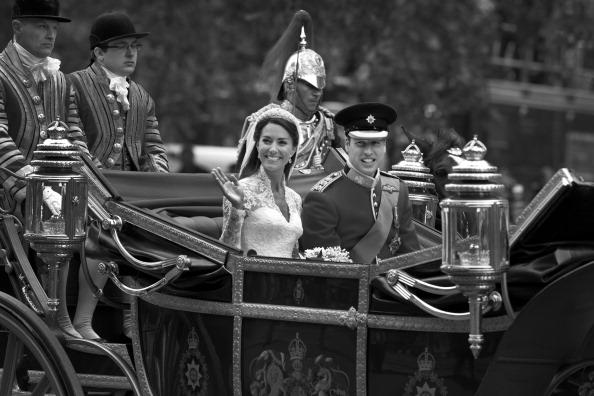 Sarah Burton for Alexander McQueen「Royal Wedding Couple」:写真・画像(2)[壁紙.com]