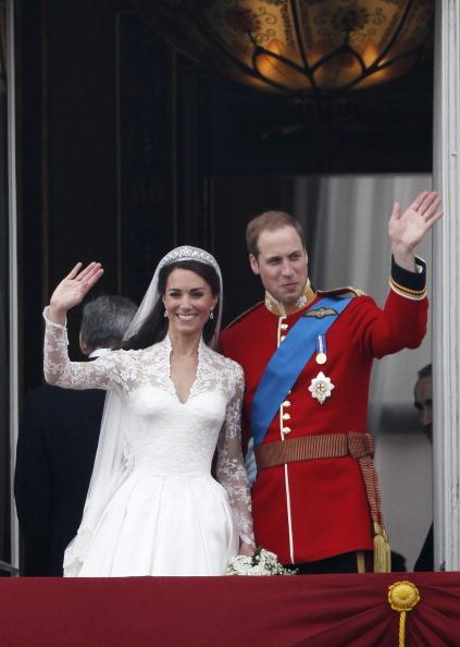 Royal Wedding of Prince William and Catherine Middleton「Royal Wedding - The Newlyweds Greet Wellwishers From The Buckingham Palace Balcony」:写真・画像(2)[壁紙.com]