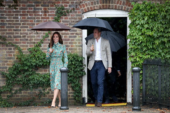 Kensington Palace「The Duke And Duchess Of Cambridge And Prince Harry Visit The White Garden In Kensington Palace」:写真・画像(18)[壁紙.com]
