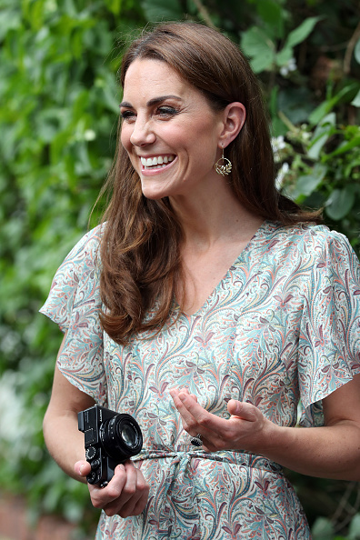 Kingston-upon-thames「The Duchess Of Cambridge Joins Photography Workshop With Action For Children」:写真・画像(2)[壁紙.com]