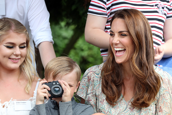 Kingston-upon-thames「The Duchess Of Cambridge Joins Photography Workshop With Action For Children」:写真・画像(17)[壁紙.com]