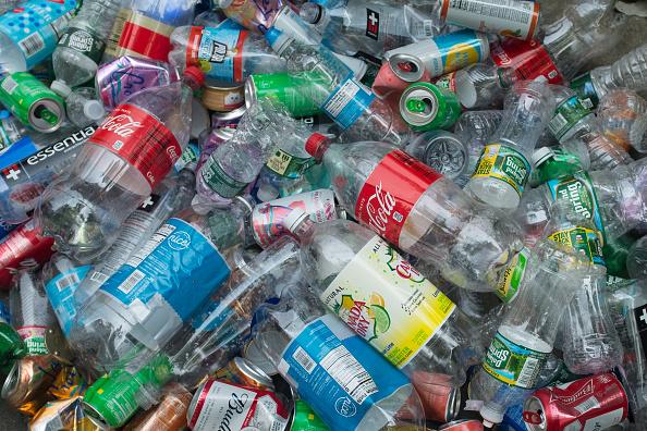 Heap「Plastic Bottles And Cans」:写真・画像(1)[壁紙.com]