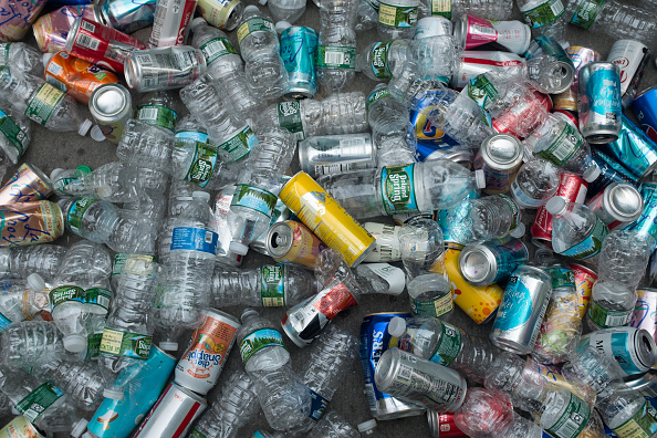Recycling「Plastic Bottles And Cans」:写真・画像(8)[壁紙.com]