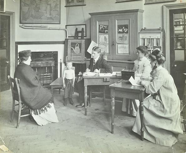 Avenue「Medical Examination Of A Boy, Holland Street School, London, 1911. Artist: Unknown.」:写真・画像(5)[壁紙.com]