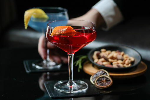 Nut - Food「Cocktail at Bar with Nuts」:スマホ壁紙(5)