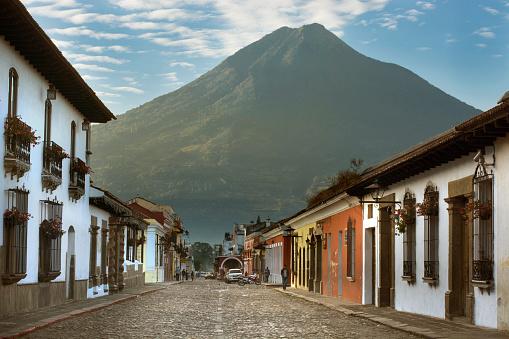 アグア火山「A morning view of the Volcn de Agua from Antigua, Guatemala.」:スマホ壁紙(2)