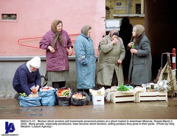 Homemade「Women Street Vendors in Moscow」:写真・画像(2)[壁紙.com]