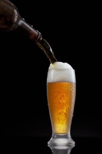 Bar Counter「Splashing - Beer pour in glass」:スマホ壁紙(8)