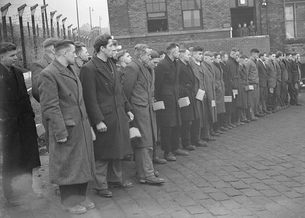 In A Row「Prisoners Of War」:写真・画像(5)[壁紙.com]