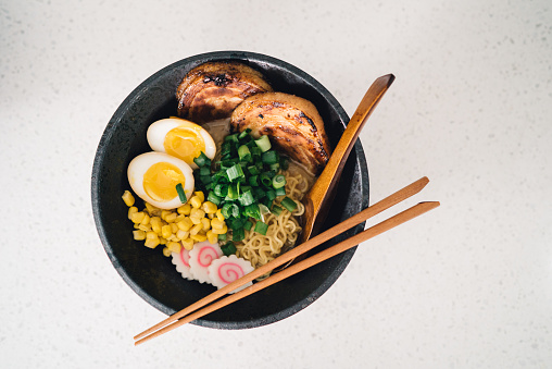 Recipe「A delicious bowl of ramen being prepared in the kitchen」:スマホ壁紙(4)