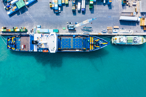 Pier「Aerial shooting in the logistics area. Container ship to anchor.」:スマホ壁紙(16)