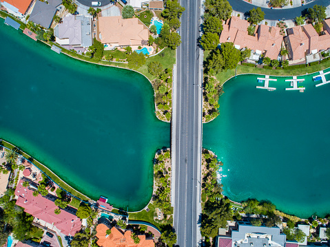Pier「Aerial shooting of beautiful lake and cityscape.」:スマホ壁紙(10)