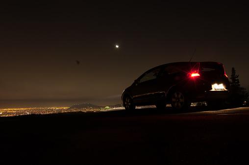 Motor Vehicle「Chile, Santiago, Car on hill above city」:スマホ壁紙(15)