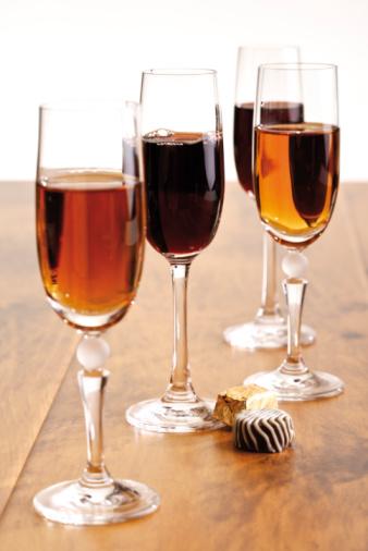 Praline「Glasses of sherry and port wine」:スマホ壁紙(13)